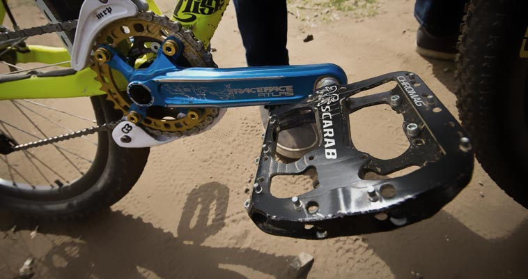 MOUNTAIN BIKE PEDALS – FLAT PEDALS OR CLIPLESS PEDALS ?
