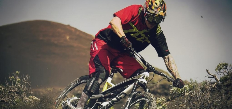 WHAT IS ENDURO MOUNTAIN BIKING ?