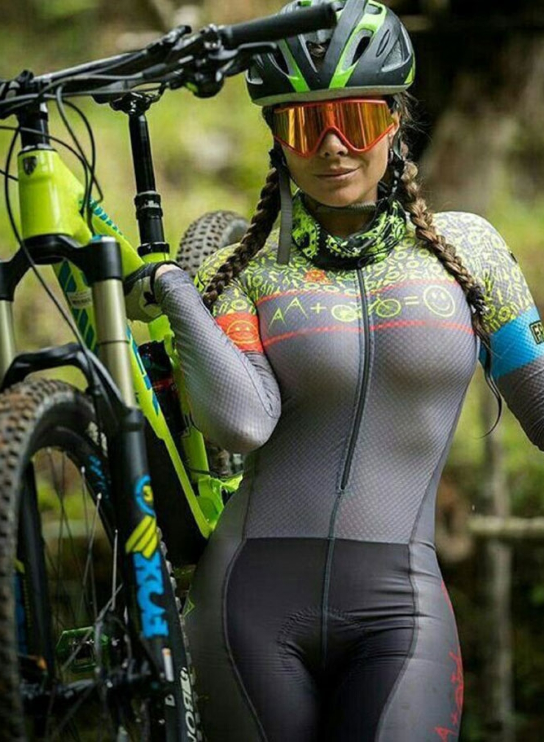 HOT MOUNTAIN BIKE GIRLS