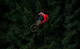 GOING FAR & HIGH – MTB JUMP SESSION