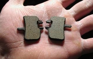 SHORT GUIDE TO MOUNTAIN BIKE DISC BRAKE PADS