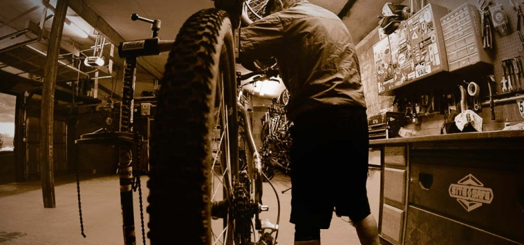 ESSENTIAL MOUNTAIN BIKE MAINTENANCE TOOLS